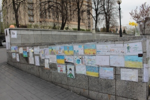 Children's pictures on the Maidan